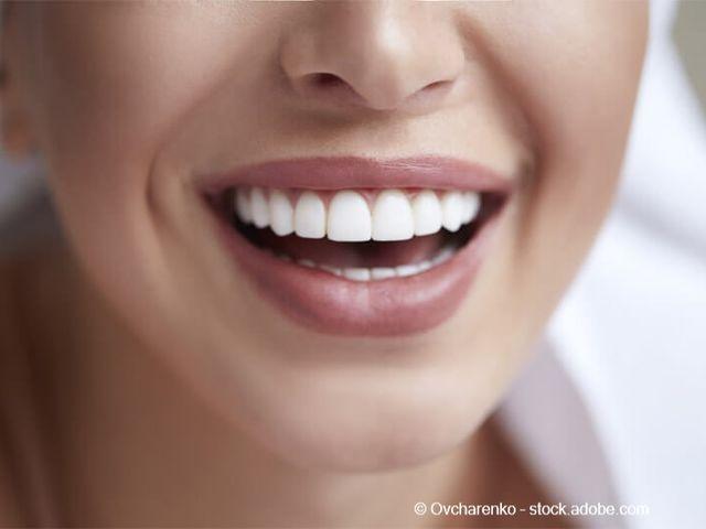 schöne zähne 18 tipps  methoden für ein schönes lächeln